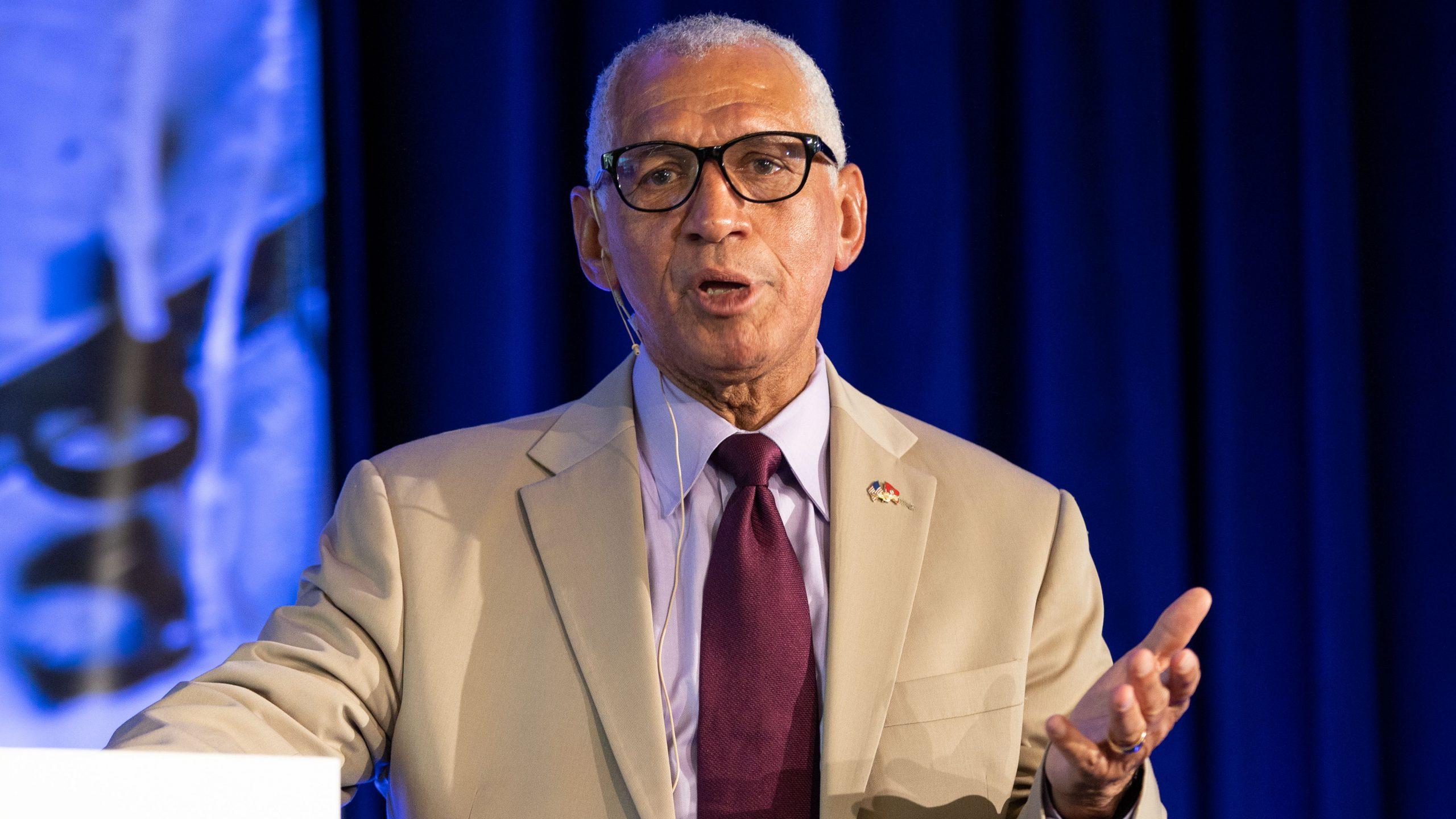 Charlie Bolden talks about the importance of Next Generation leadership at the 2019 Glenn Symposium. Credit: Patrick Rouin/AAS
